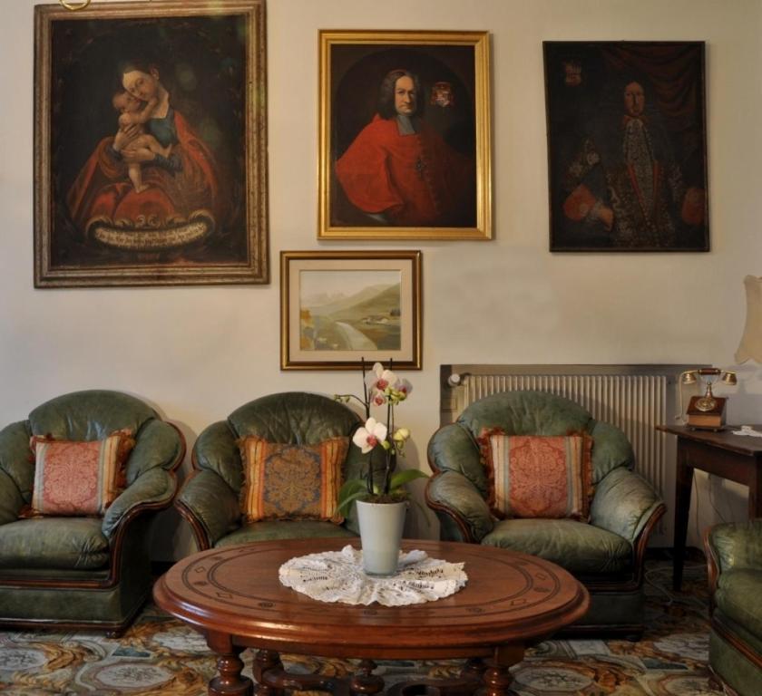 Hotel ansitz kandelburg brixen online booking for Koi garden rio di pusteria