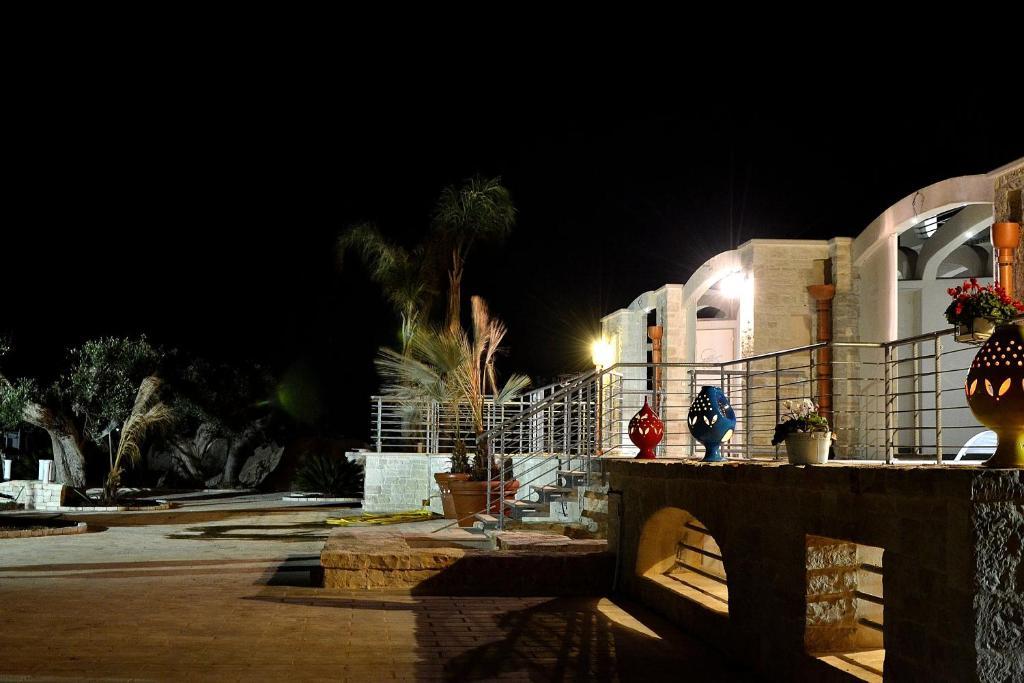 Casale porto contessa polignano a mare reserva tu hotel for Habitaciones familiares lisboa