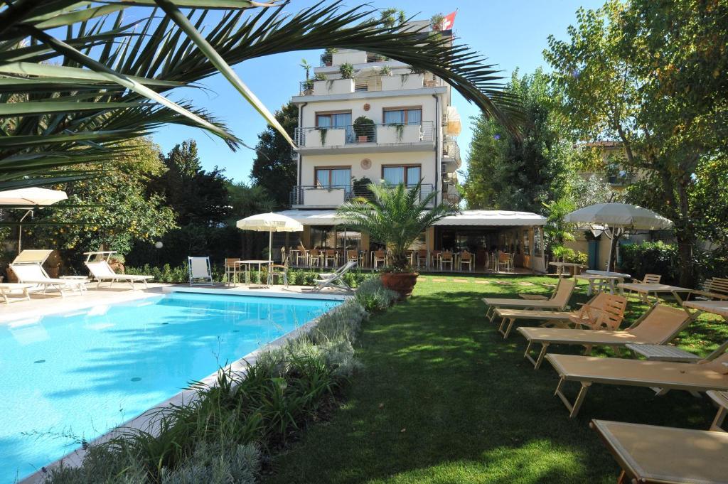 Hotel Bacco (formerly Bacco) Via Michele Rosi 24 Lido di Camaiore