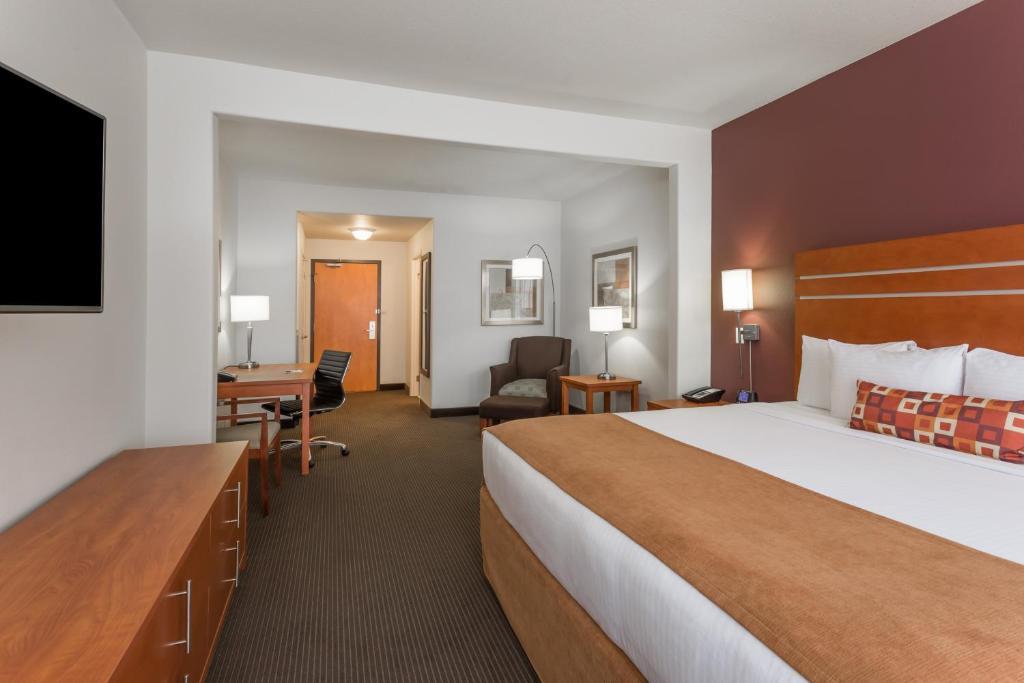 Wyndham Hotel South Calgary