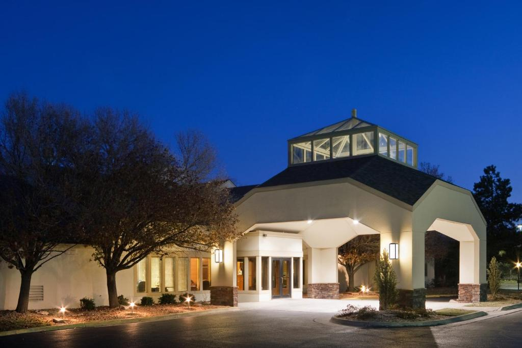 Clubhouse Inn Suites Topeka Topeka Online Booking Viamichelin