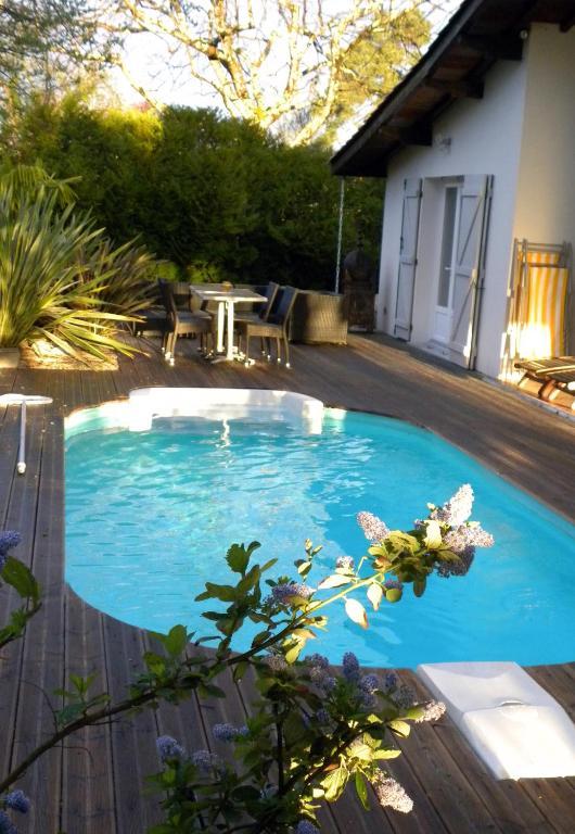 Villa mogador piscine et baln o andernos les bains for Piscine andernos