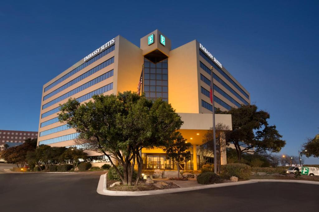 Emby Suites Hotel San Antonio International Airport In