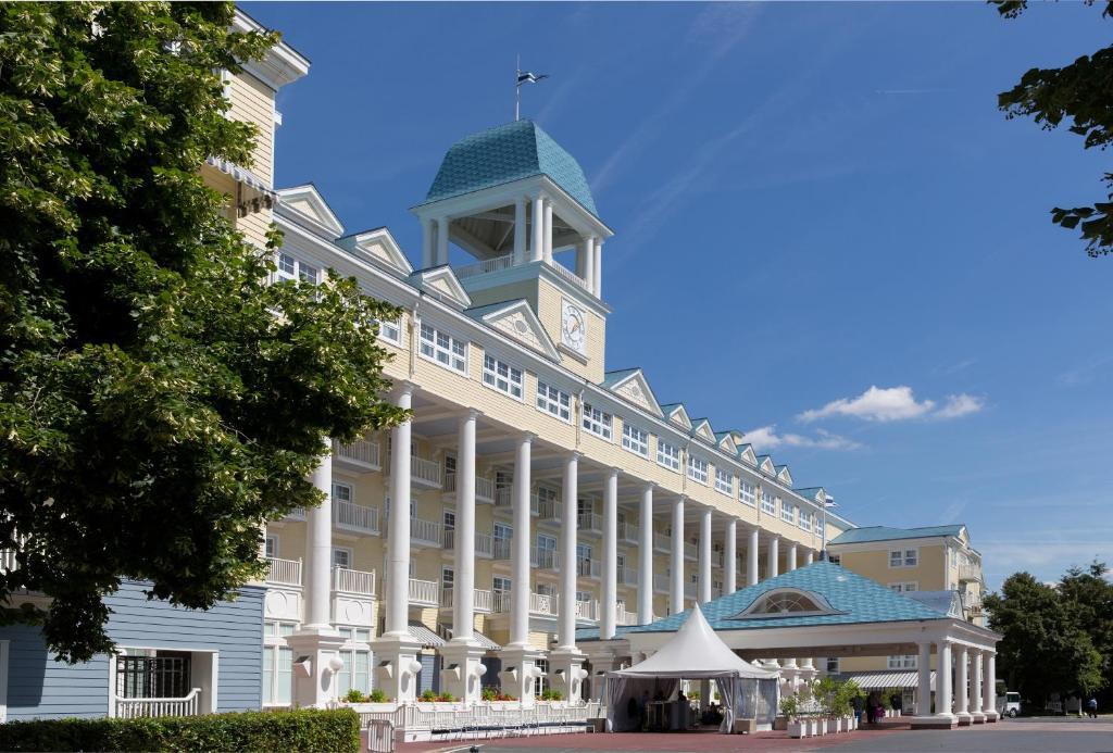 Hotel Disney S Newport Bay Club Disneyland
