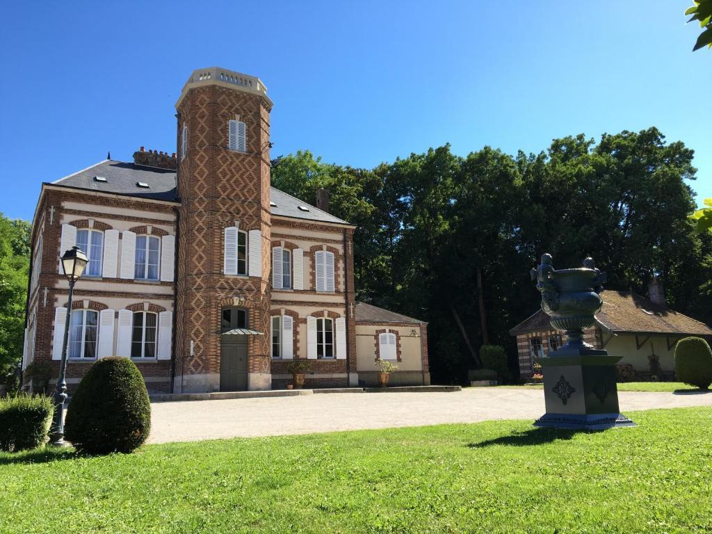 Chambres d 39 h tes ch teau de montabert chambres d 39 h tes daudes - Chateau de chambord chambre d hote ...