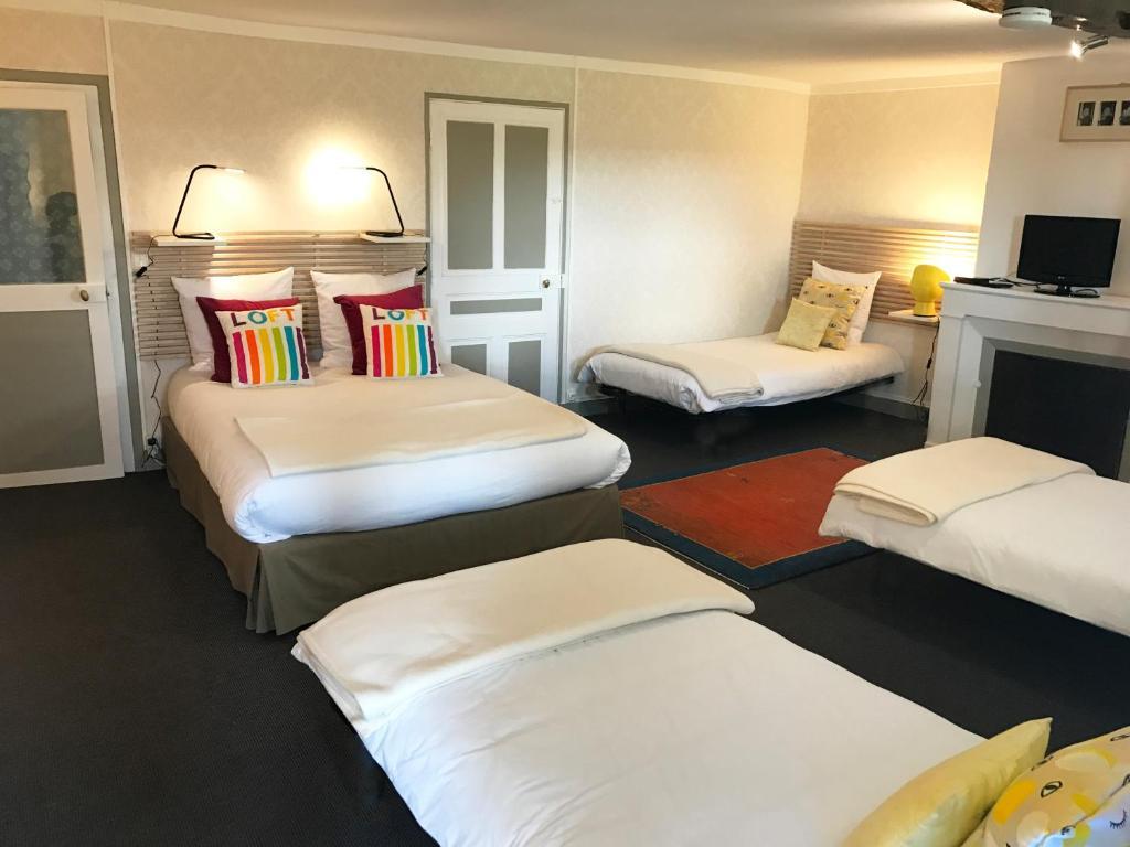 c t serein chambres de la tour cach e tonnerre prenotazione on line viamichelin. Black Bedroom Furniture Sets. Home Design Ideas