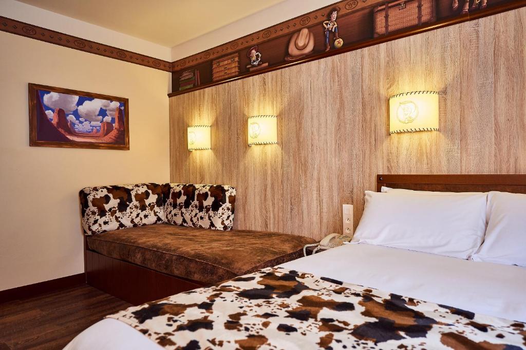 Disney S Hotel Cheyenne Disneyland