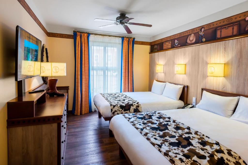 Camere A Tema Disney : Disneys hotel cheyenne® disneyland