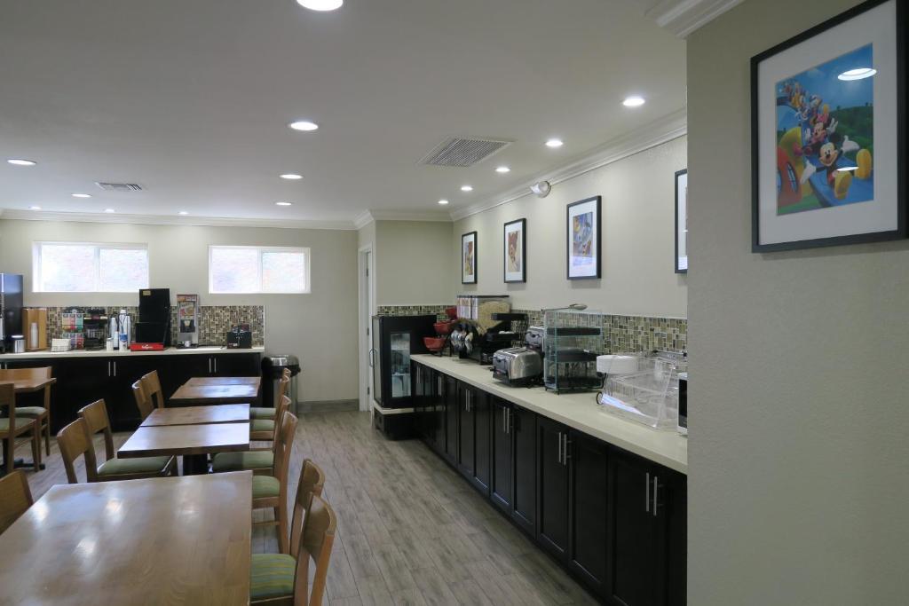 ramada by wyndham anaheim maingate north anaheim. Black Bedroom Furniture Sets. Home Design Ideas
