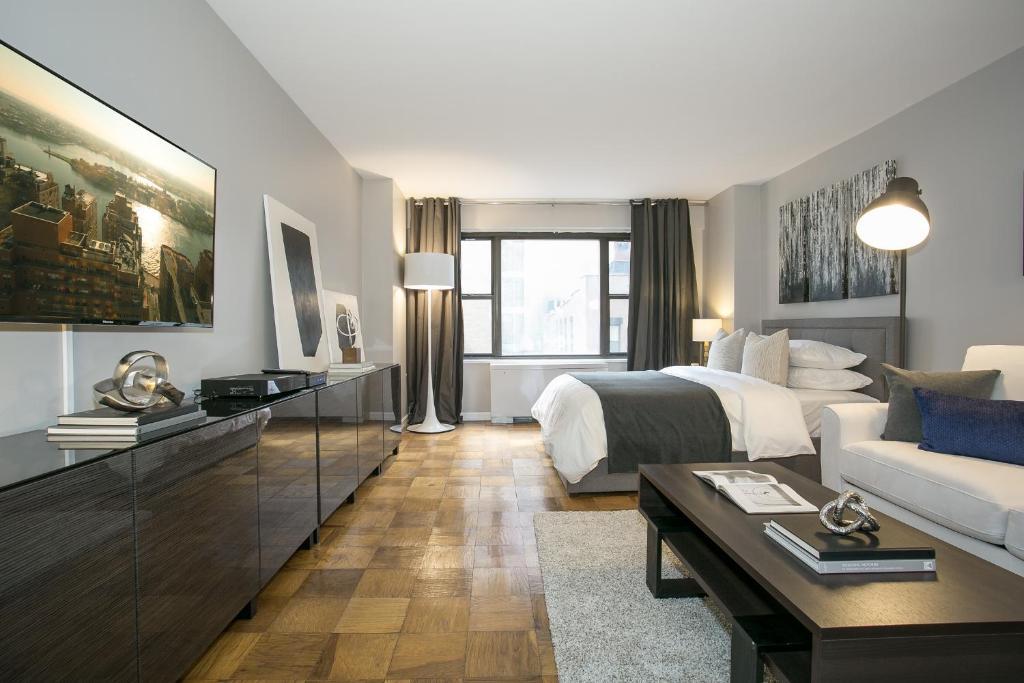 Strange Modern Studio Apartment Midtown East L Apartment New York Interior Design Ideas Gentotryabchikinfo