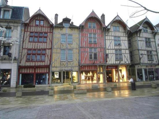 Brit Hotel Essentiel Troyes A U00e9roport