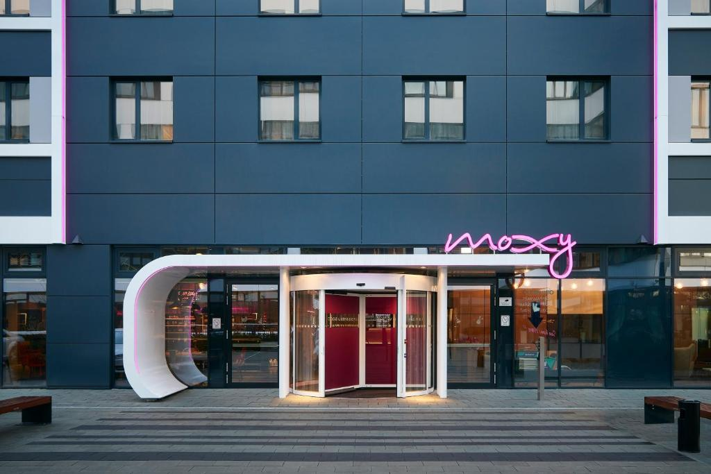 moxy munich airport oberding online booking viamichelin. Black Bedroom Furniture Sets. Home Design Ideas