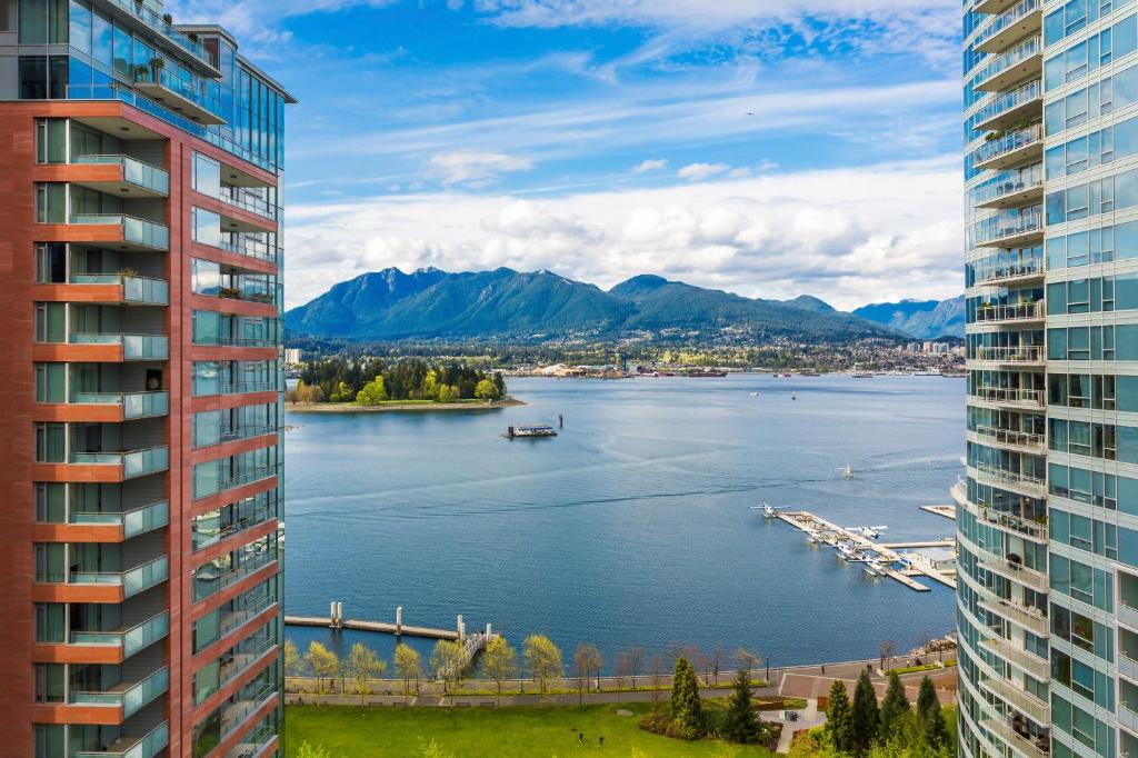 Pinnacle Hotel Restaurant Vancouver