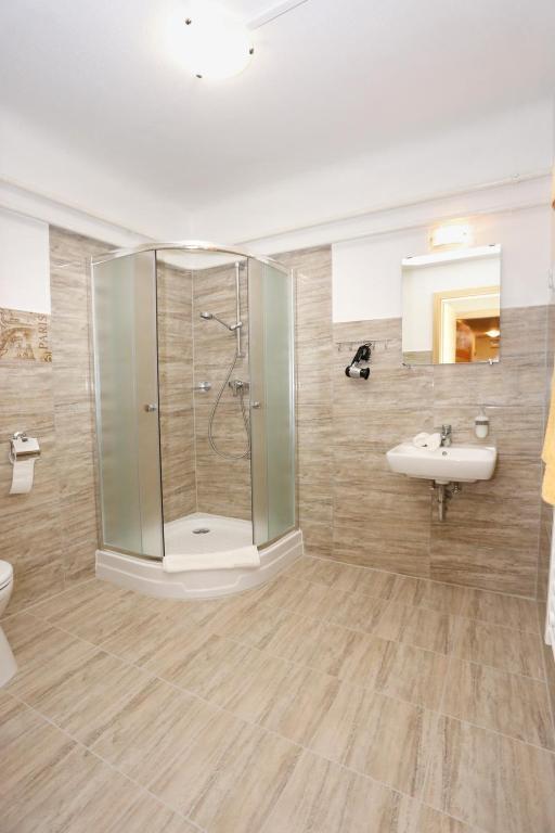mezzo budapest budapest informationen und buchungen online viamichelin. Black Bedroom Furniture Sets. Home Design Ideas