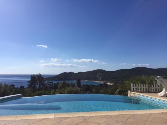 Superbe Villa Vue Mer Avec Piscine A Debordement Villa Sari Solenzara