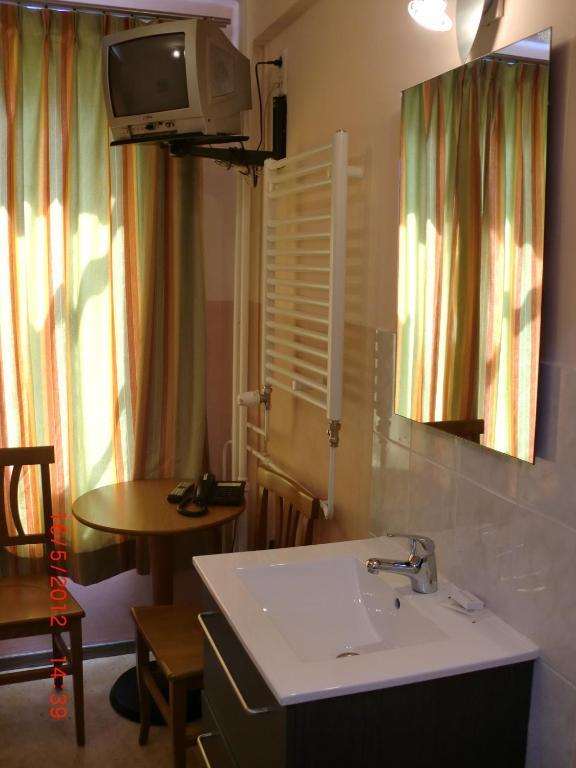 Budget Hotel Neutraal - room photo 1804640