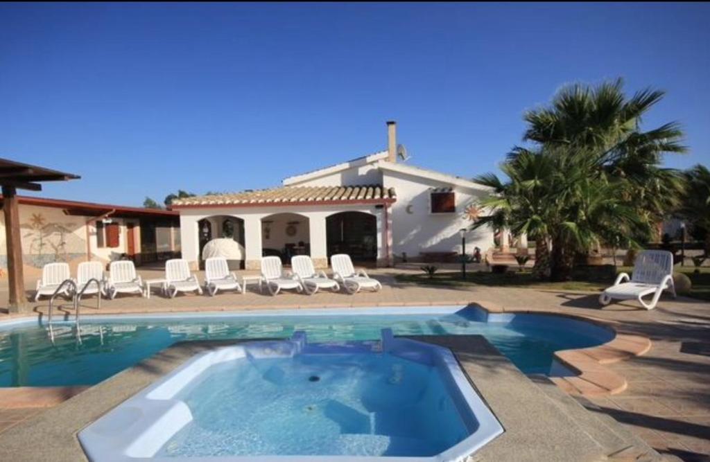 92020c4763c6c Villa con piscina