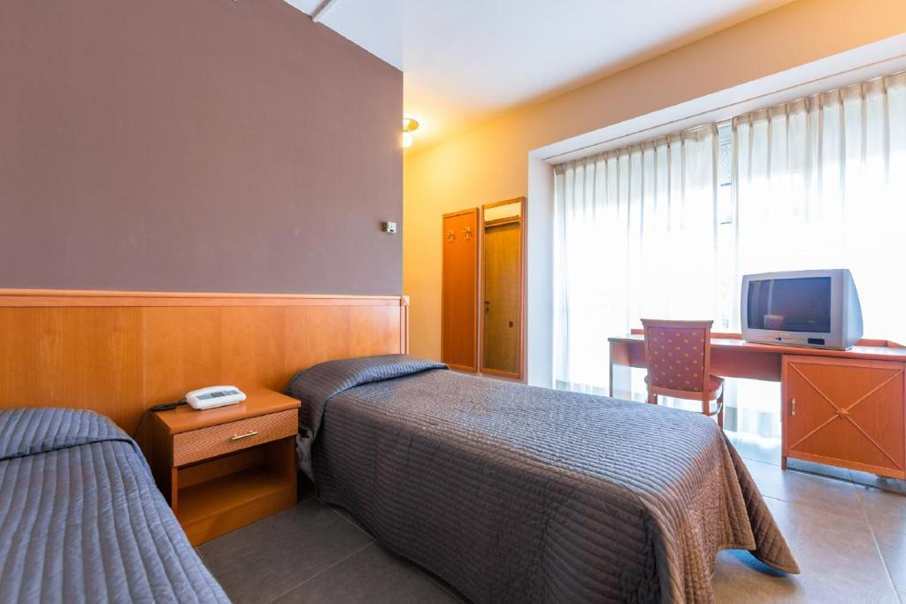 Find Available Hotel Rooms