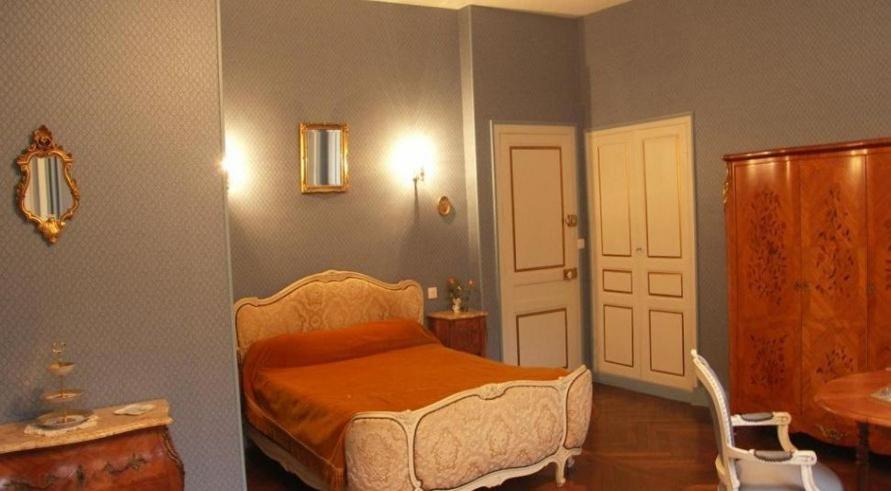 chambres d 39 h tes le ch teau des requ tes chambres d 39 h tes alen on dans l 39 orne 61. Black Bedroom Furniture Sets. Home Design Ideas