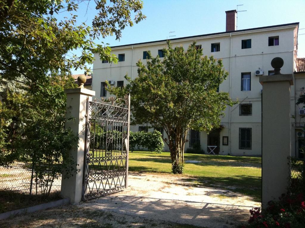 Villa carrer contarina reserva tu hotel con viamichelin - Piscina porto viro ...