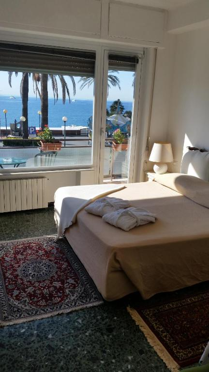 Soggiorno Marina - Varazze - prenotazione on-line - ViaMichelin