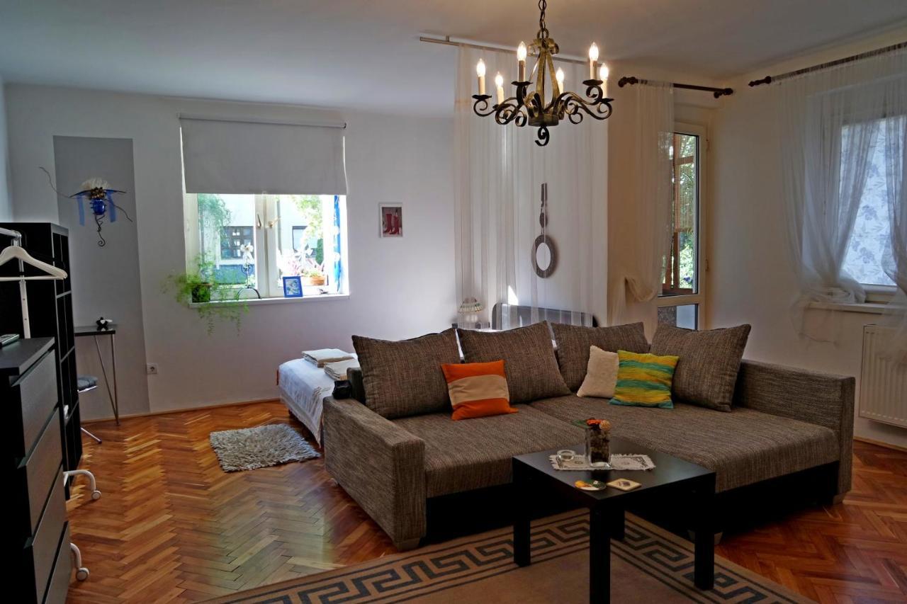 Belvárosi Studio Apartman-photo1