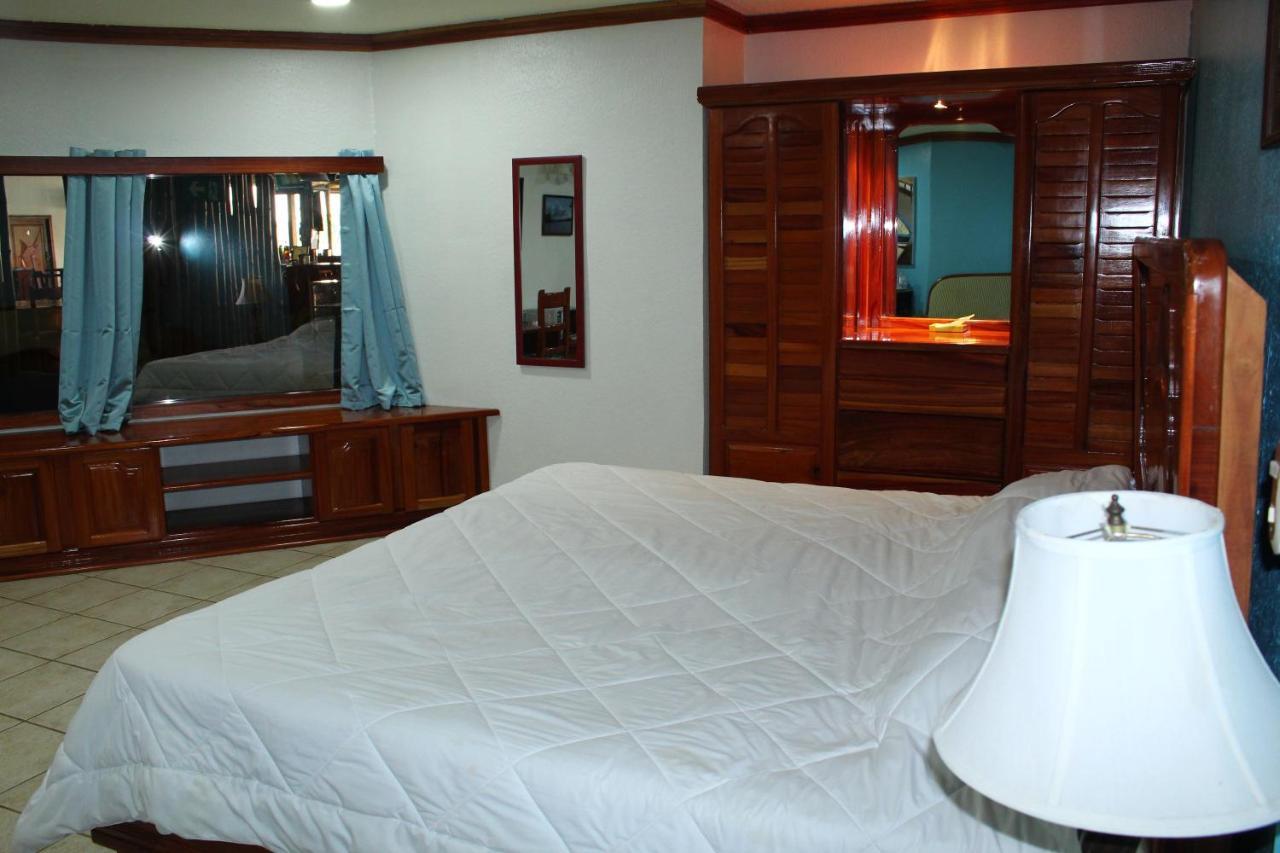 Fish Hook Marina Hotel-photo28