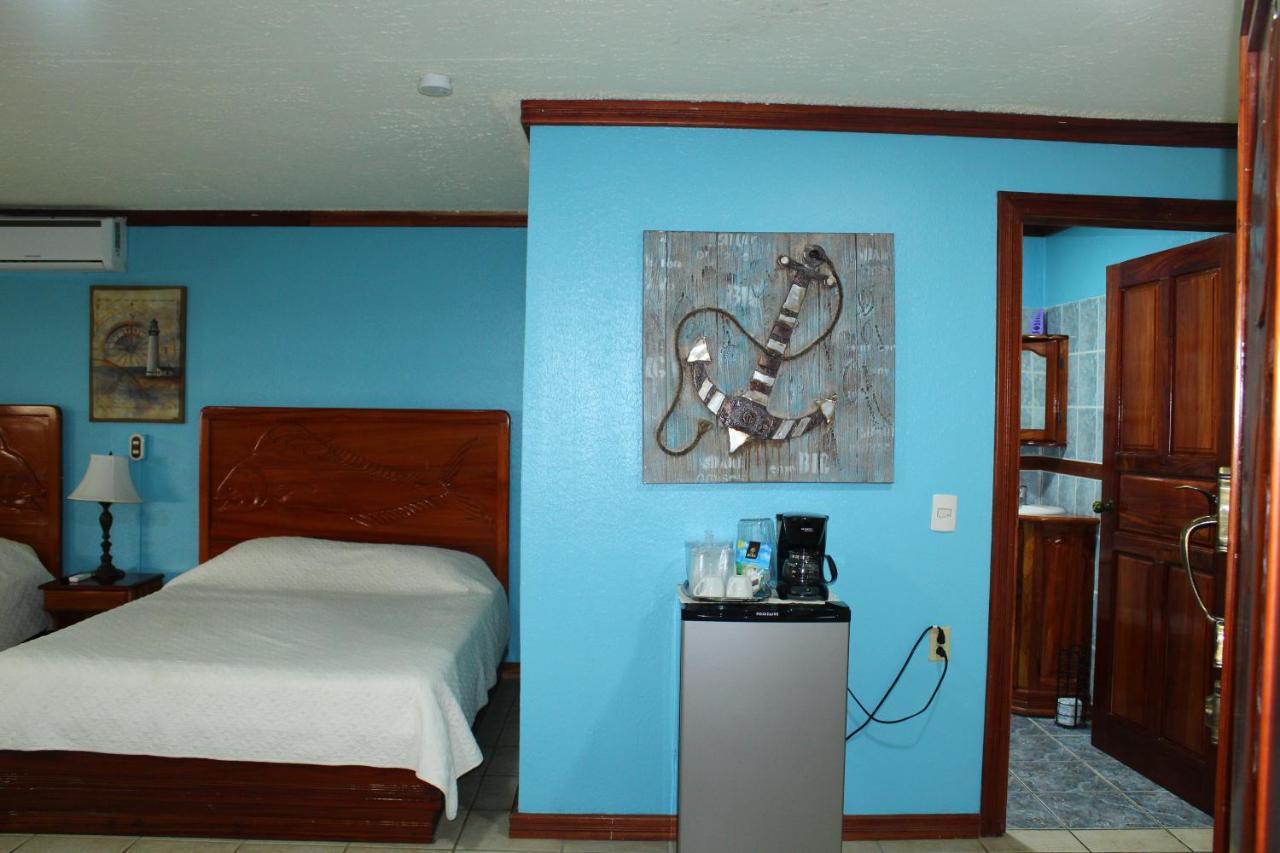 Fish Hook Marina Hotel-photo12