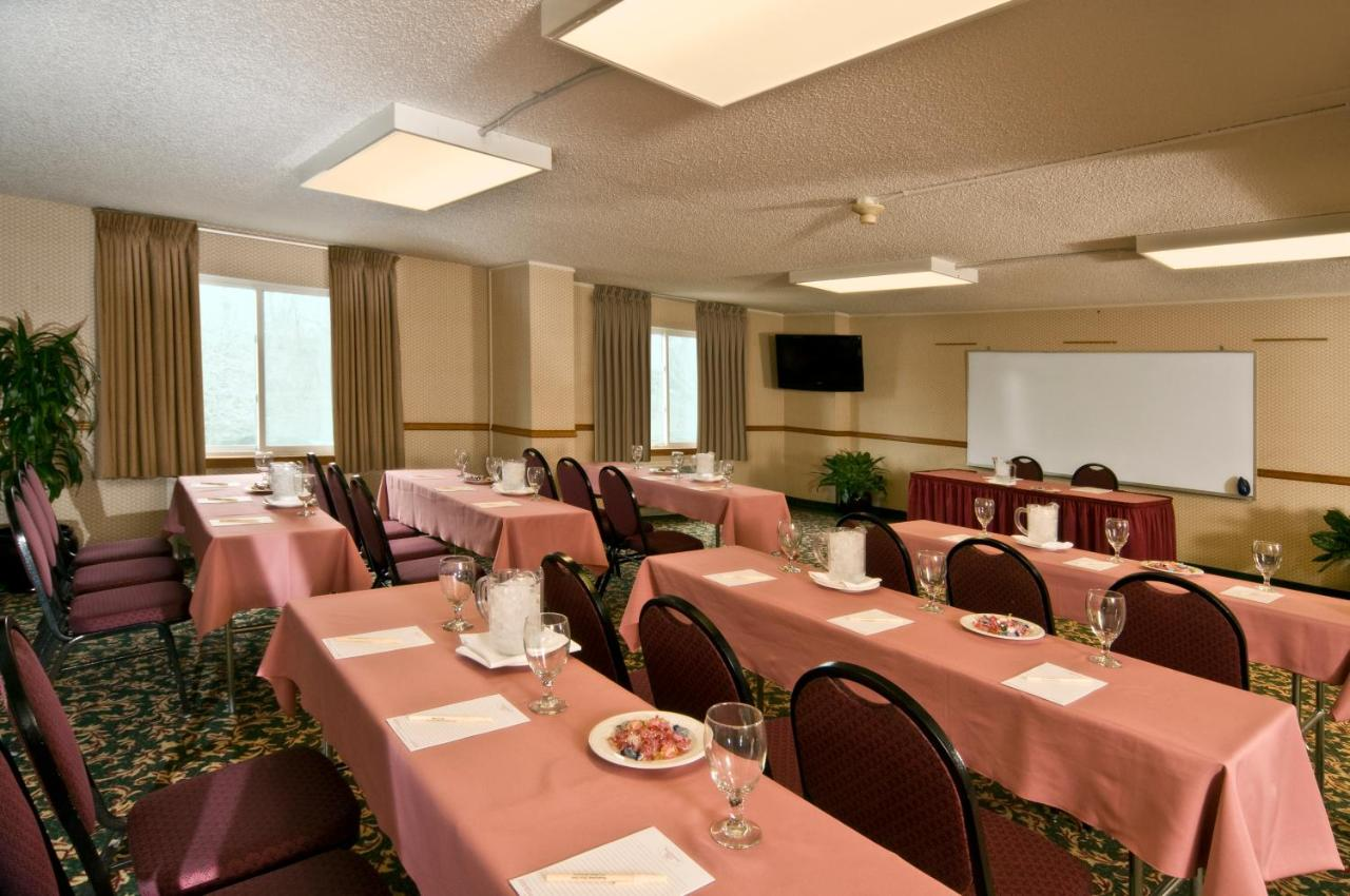 Meadowlands Plaza Hotel: TODAY`s deals • Secaucus Hotels • TodayTourism