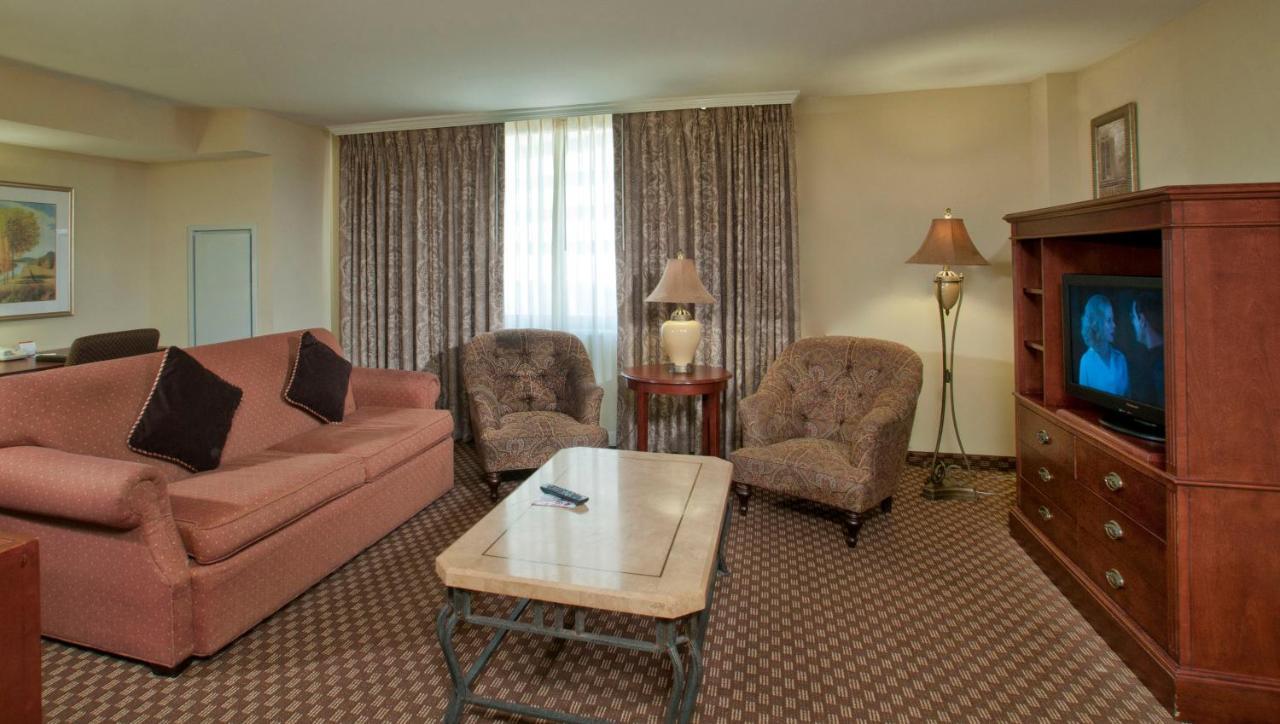 Clarion Collection Hotel Arlington Court Suites: TODAY`s deals ...