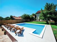 Five-Bedroom Holiday Home in Prolozac Donji, Holiday homes - Donji Proložac