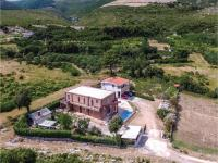 Six-Bedroom Holiday Home in Kastel Novi, Dovolenkové domy - Kaštel Novi