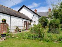 Coed-Y-Gelli Cottage, Holiday homes - Llanddewi Rhydderch