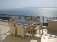 Amazing 2-bed apartment in spectacular villa with stunning sea views, Case vacanze - Káto Sélitsa