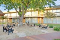 Super 8 Meadow Wood Courtyard, Отели - Рено