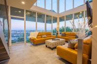 Sunrise Estate - Five Bedroom Estate, Nyaralók - San Diego