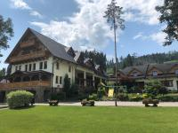 Slanický Dvor, Гостевые дома - Наместово