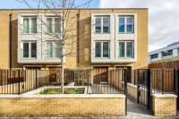Modern 3 Bed, 2 Bath flat w/Garden in East Acton, Ferienwohnungen - London