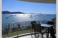 Absolute Waterfront 2 Bedroom Apartment, Apartmány - Airlie Beach