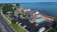 Cherry Tree Inn and Suites, Отели - Traverse City