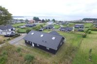 Four-Bedroom Holiday Home Søren 08, Nyaralók - Rønde