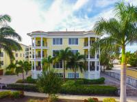 Seven Nights at the Oasis, Apartmány - Siesta Key
