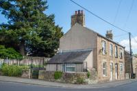 1 Corner House, Holiday homes - Wark
