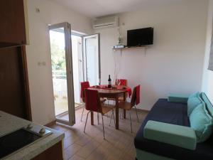 Apartment Alice, Apartments  Novalja - big - 12
