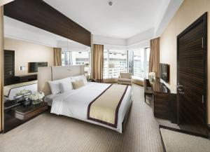Club Queen or Twin Room with Partial Harbour View