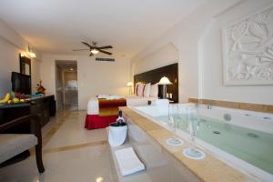 Crown Paradise Club Cancun - All Inclusive