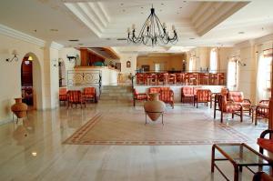 Hotel Navarone, Отели  Петрокорион - big - 19
