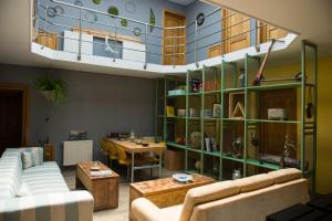 Iron Hostel & Accommodation