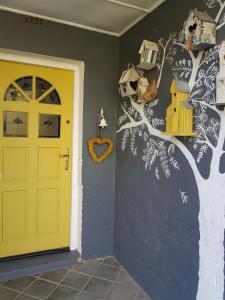 Yellow Door, Apartmanok  Bloemfontein - big - 7