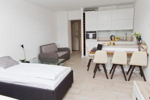 Light Rooms Apartment, Apartments  Kraków - big - 39